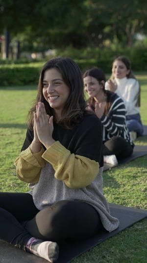 استطلاع فرنسي يكشف الانعكسات الإيجابية للضحك على صحة الإنسان