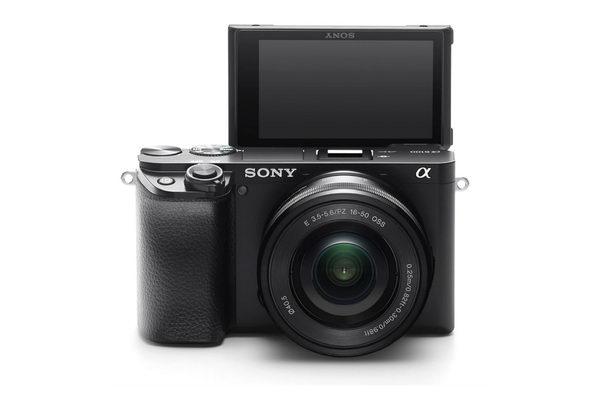 وسيلة رائعة لدعم منشئي المحتوى: الكاميرا المدمجة A6100 الخالية من المرايا من سوني