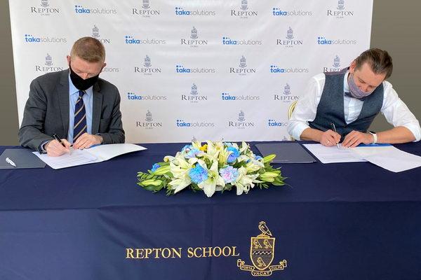 اتفاقية شراكة بين ريبتون دبي و طاقة سوليوشنز في مجال توفير الطاقة وتقليل التأثير البيئي