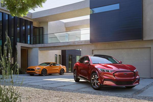 فورد موستانج ماك-إي الكهربائية بالكامل وF-150 الجديدة كلياً تحصدان جائزتي السيارة الخضراء والشاحنة الخضراء لعام 2021