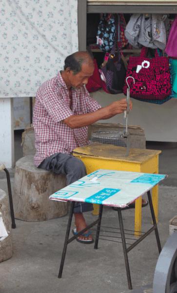 Petit marché au pied temple Kek Loi Si