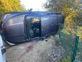 Rize'de devrilen aracın sürücüsü ağır yaralandı