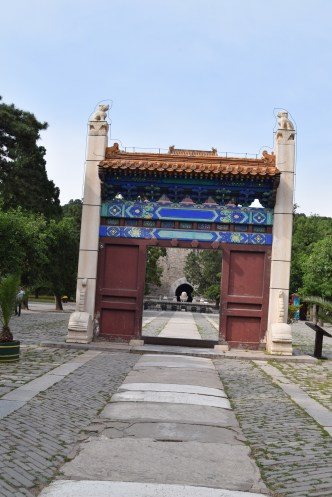 37 Beijing_tombs_gate2
