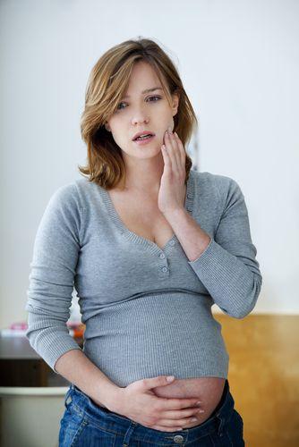 تعرفي على أخطار حشو الأسنان أثناء الحمل
