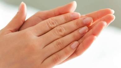 صورة أسرع طريقة لتنظيف وتبييض اليدين