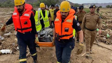 صورة بالصور: تفاصيل العثور على جثة مواطن جرفته سيول نجران