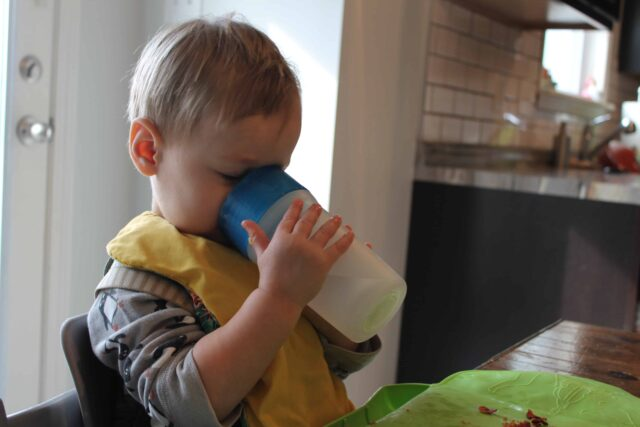 لتغذية الطفل الرضيع
