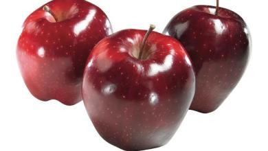 صورة أكل التفاح لتسمين الوجه