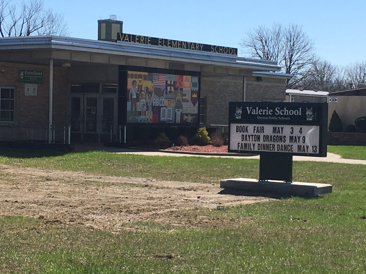 DPS school closing plan moves forward