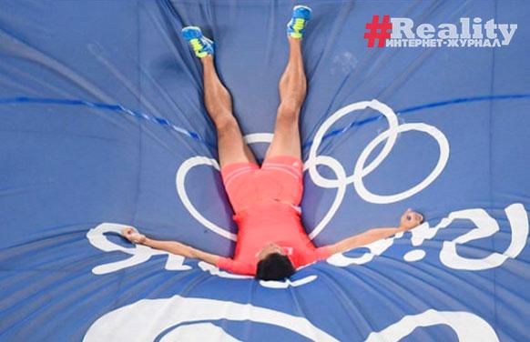 японский прыгун с шестом Хироки Огита