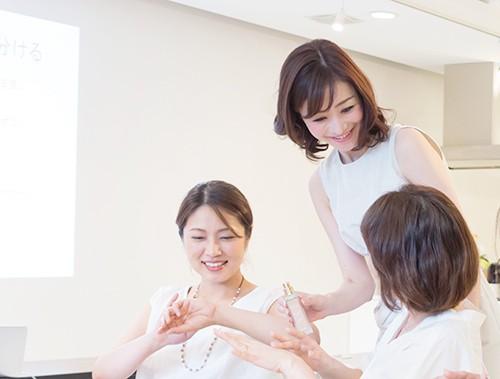 在ロサンゼルスの日本人女性のためのメイク・眉毛セミナー