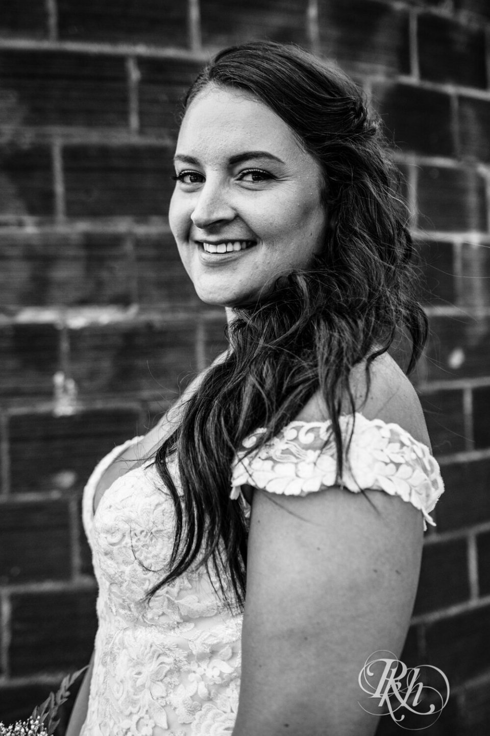 Jolene, bridal black and white photo