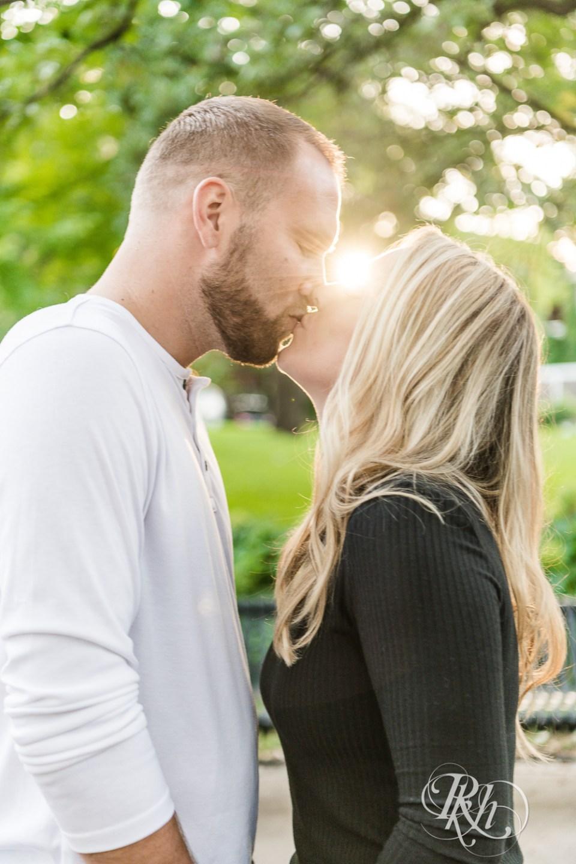 irvine park saint paul engagement photography kiss