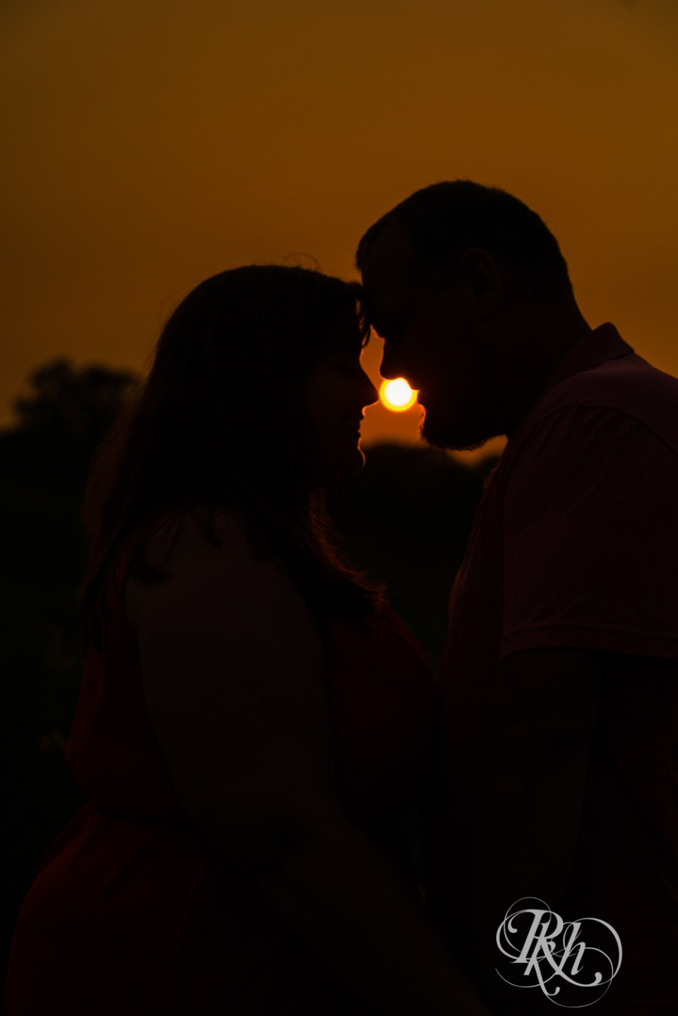 summer engagement photography silhouette