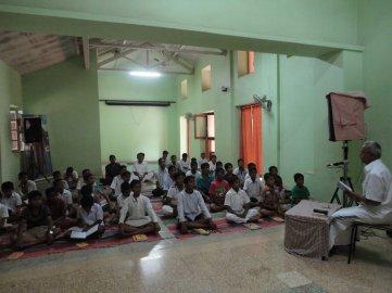 Bhagavad Gita class by Sri Suryanarayana Bhat, a traditional Pandit.