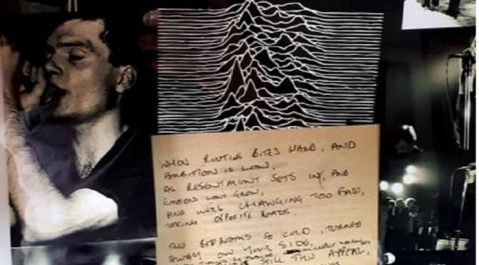 40 anni dalla scomparsa di Ian Curtis celebrati in due puntate dedicate ai Joy Division, tra musica e letture