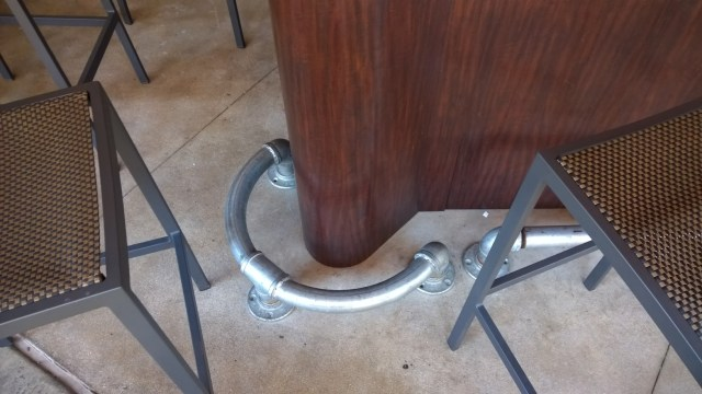 Decorative Galvanized Pipe Foot Rail for your Bar