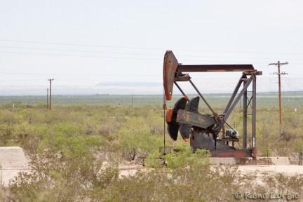 Voilà une de ces fameuses pompes à pétrole, ou gaz je ne sais trop car à proximité de celui-ci ça sentait les oeufs pourris.