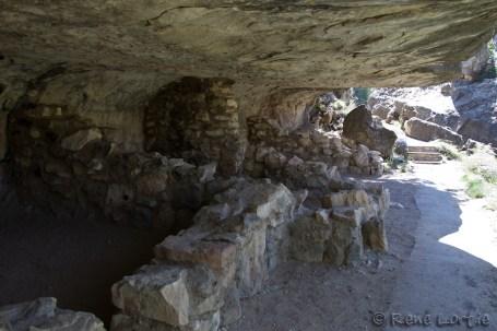 Walnut Canyon : une des habitations à flanc de falaise