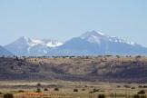 Les Twin Peaks de Flagstaff vues de Wupatki. Ce sont encore des montagnes sacrées pour les Hopis et les Navajos.