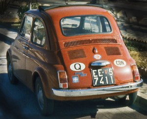 Notre Fiat 500, de dos.