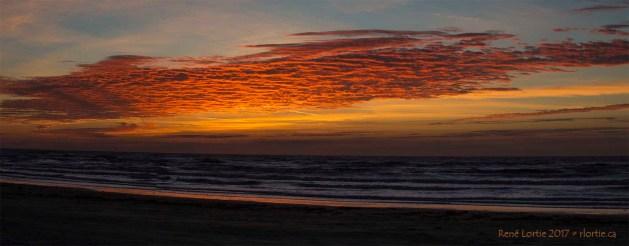 Lever de soleil sur la plage de Freeport à l'ouest de Galveston