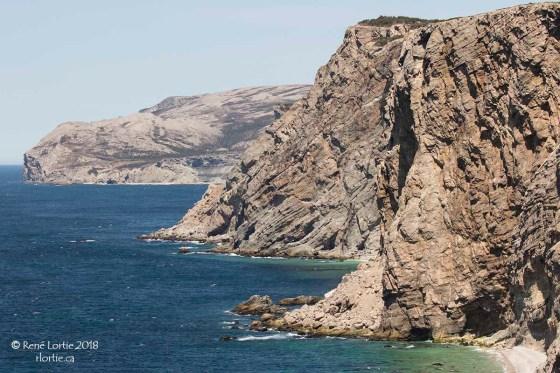 Les falaises escarpées de Boutte du Cap à Cap St-George
