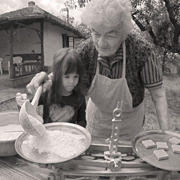 lora-grandma-vintage-photo
