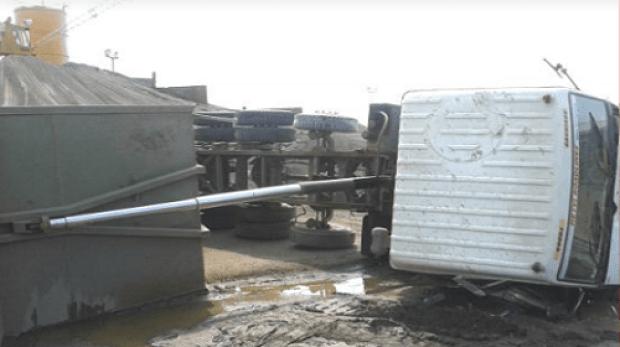 Dumper truck toppled