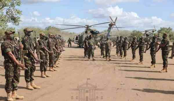 President Uhuru Kenyatta today visited the multi-agency team of Kenyan security officers undertaking a joint operational training in Boni Forest, Lamu County.