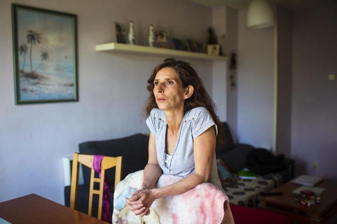 aura Arias, en su casa de Madrid, ha perdido la Renta Mínima de Inserción. ÁNGEL NAVARRETE