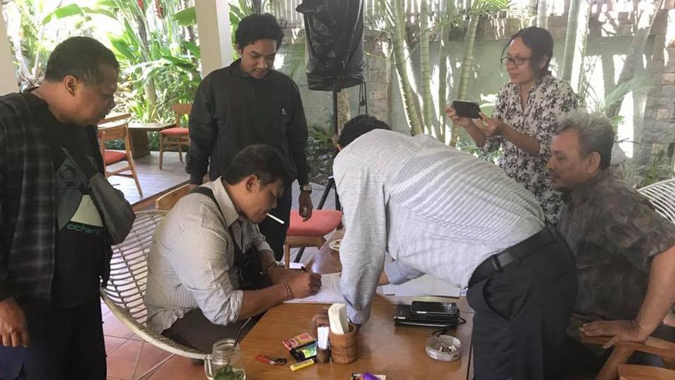 FOTO MEDIASI DARI RnB Law Firm dan Keluarga korban – penyerahan bantuan pengobatan