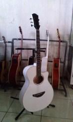 gitar akustik makassar