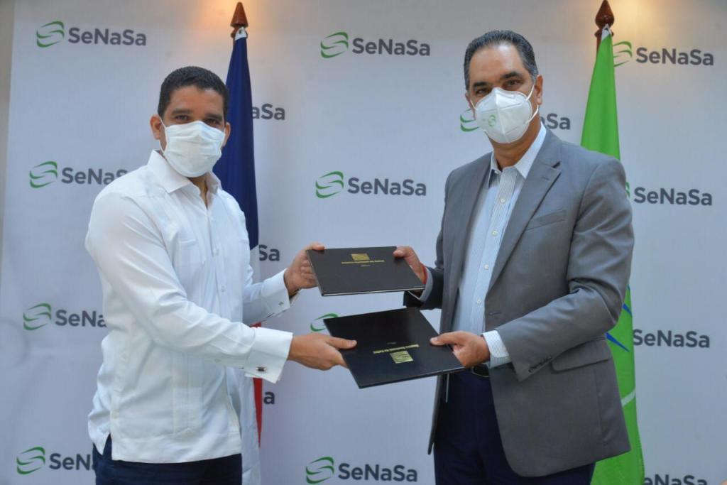 El doctor Santiago Hazim, director ejecutivo de SeNaSa, y Rafael Uribe, presidente de la Federación Dominicana de Baloncesto (Fedombal).