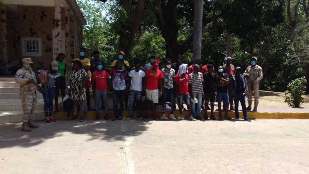 CESFRONT detiene cientos de haitianos que intentaron entrar al país ilegalmente