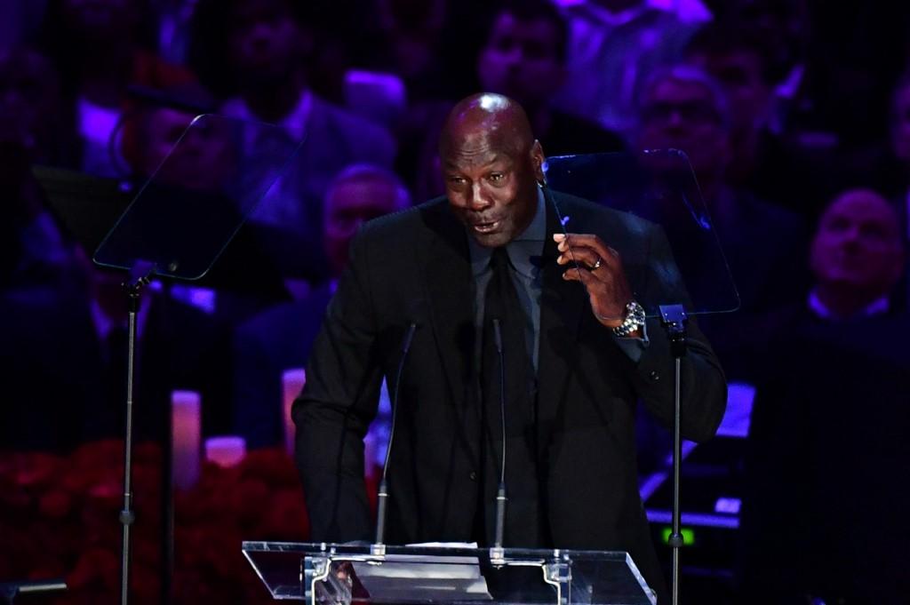 Michael Jordan habló durante el funeral de la exestrella de los Lakers. (Foto: Frederic J. BROWN / AFP)