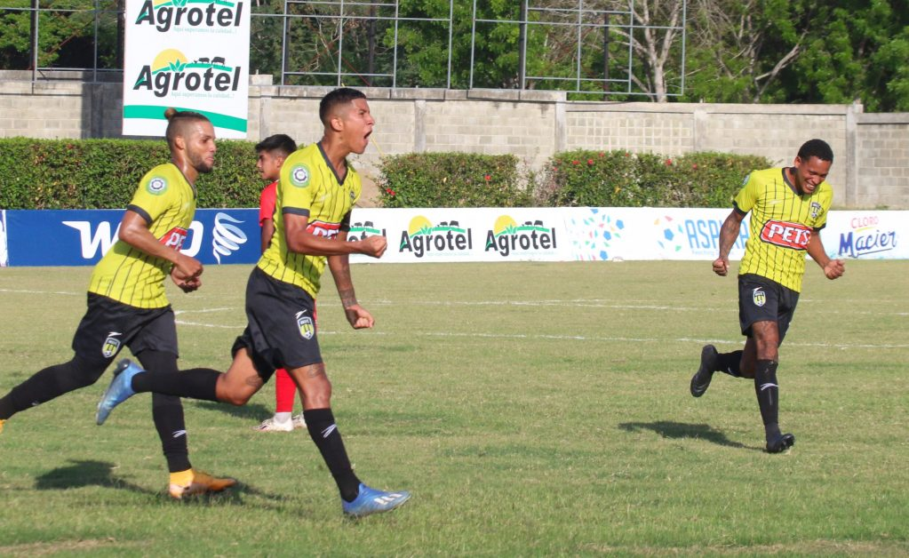 Jugadores del Moca FC celebran durante el partido. (Foto: Prensa Moca FC)
