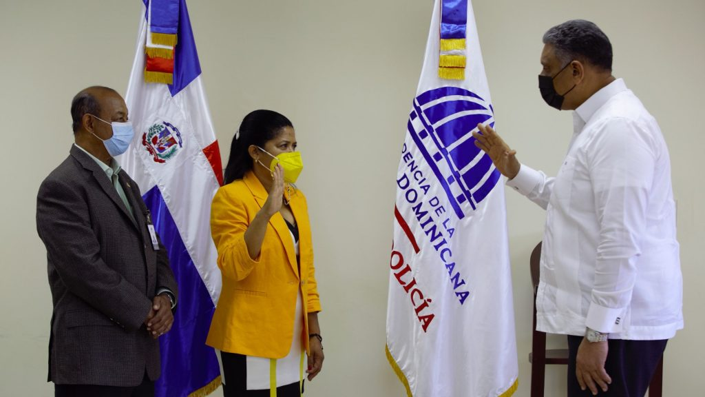 El-ministro-de-Interior-y-Policia-juramenta-a-Maria-Benoit-como-directora-regional-COBA-en-Santiago-scaled