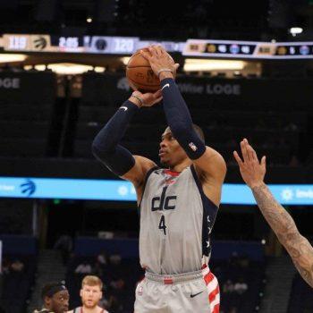 Russell Westbrook, #4 de los Washington Wizards, se ha mantenido como la fuerza ofensiva del equipo esta temporda.   (Foto: SCOTT AUDETTE / NBAE / Getty Images / Getty Images via AFP)