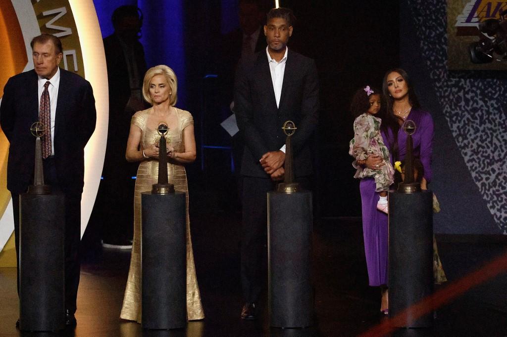 Parte de la Clase 2020 Rudy Tomjanovich, Kim Mulkey, Tim Duncan y  Kobe, representado por su esposa Vanessa Bryant.  (Foto: Maddie Meyer/Getty Images/AFP)