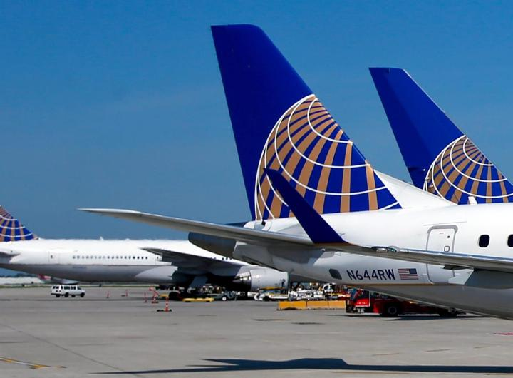 Aviones de United Airlines en el O'Hare International Airport, en Chicago. EFE/EPA/KAMIL KRZACZYNSKI/ Archivo