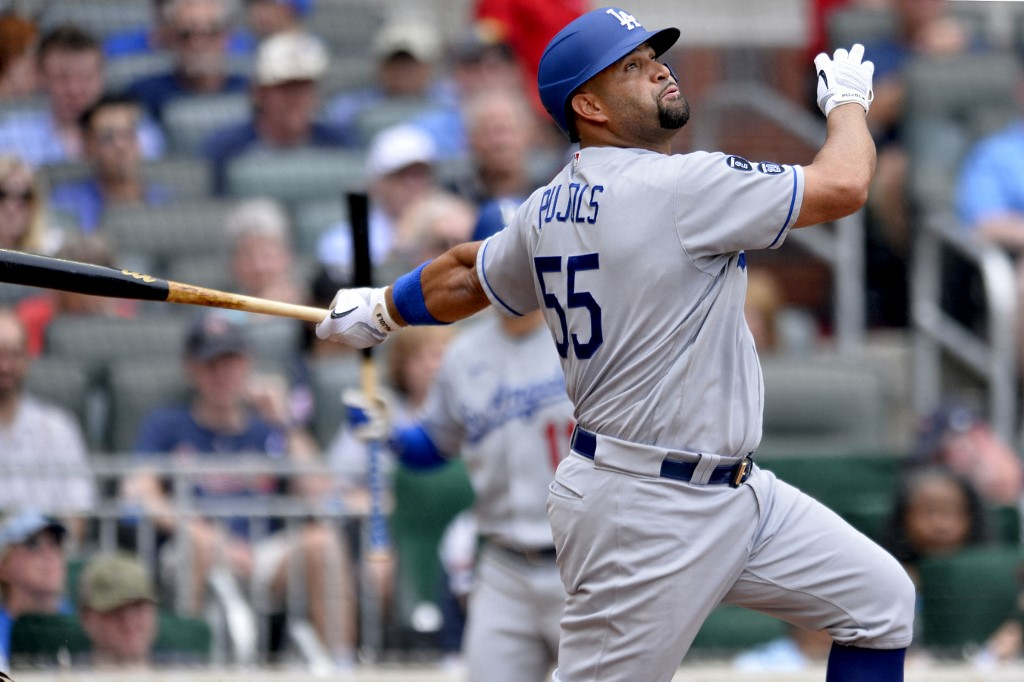 Albert Pujols, #55 de Los Angeles Dodgers, pega su noveno cuadrangular de la temporada. (Foto: Edward M. Pio Roda/Getty Images/AFP)
