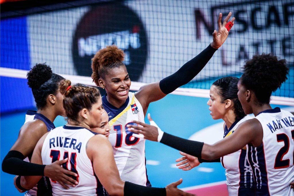 Las jugadoras dominicanas celebran el triunfo ante Alemani y despiden a la estelar capitana Priscila Rivera, que actuó por última vez en este evento, ya que se retira en octubre.