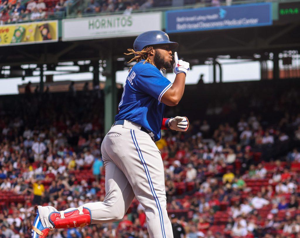 Vladimir Guerrero Jr. silencia las gradas del Fenway Park al recorrer las bases. (Foto: Toronto Blue Jays/Twitter)