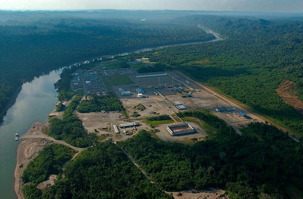 Fotografía de archivo del 05 de agosto de 2004 que muestra una vista panorámica de la planta de procesamiento de gas natural Lote 88-Camisea, en el departamento de Cuzco (Perú). EFE/Paolo Aguilar