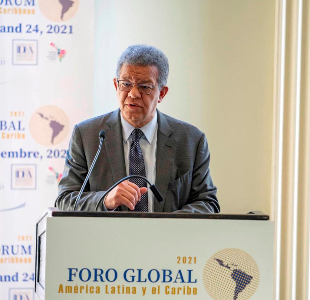 El expresidente de la República Dominicana Leonel Fernández habla durante el segundo día del Foro Global América Latina y el Caribe que se realiza en Nueva York (EE.UU.). EFE