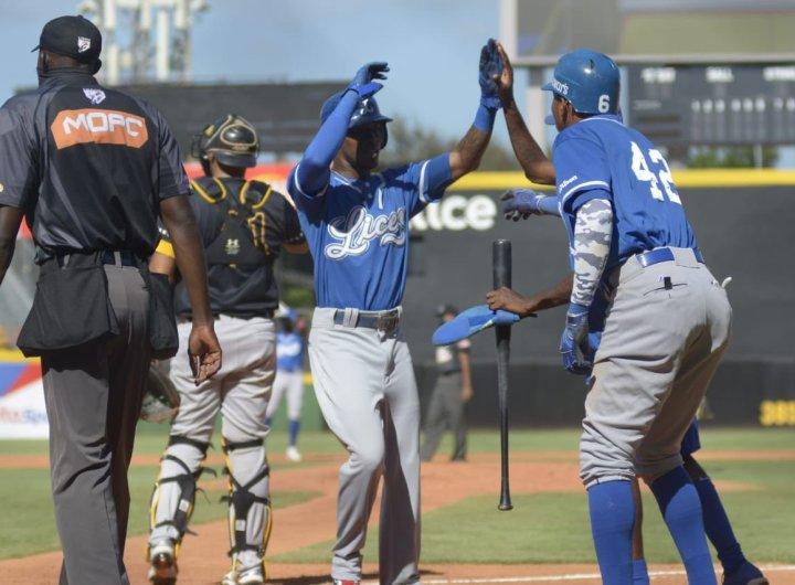 Los Tigres celebran una carrera. (Foto: Prensa Licey)