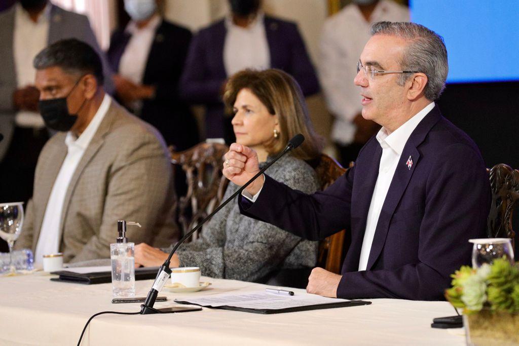 Presidente Luis Abinader durante inicio de reforma policial.