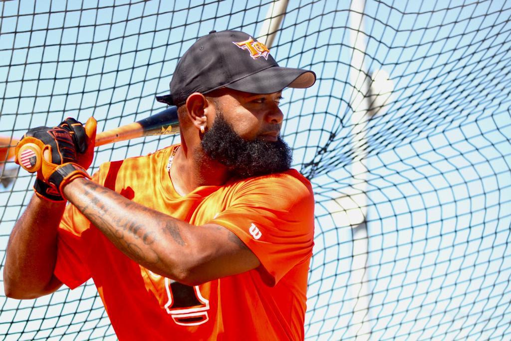 Yamaico Navarro durante las prácticas de bateo. (Foto: Prensa Toros)
