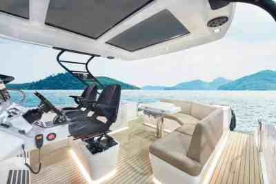 Oryx 379 Aft deck seating and folding table